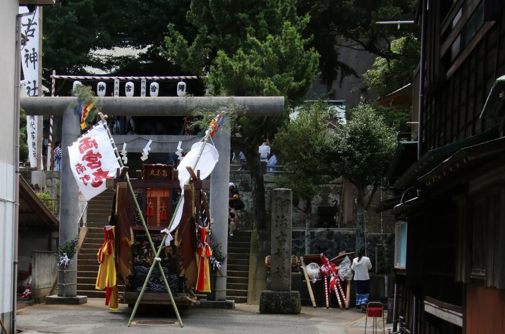 阿治古神社正面